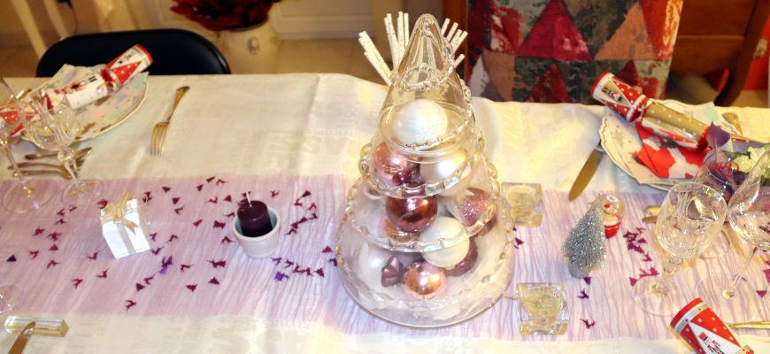 table de fête violet et blanc
